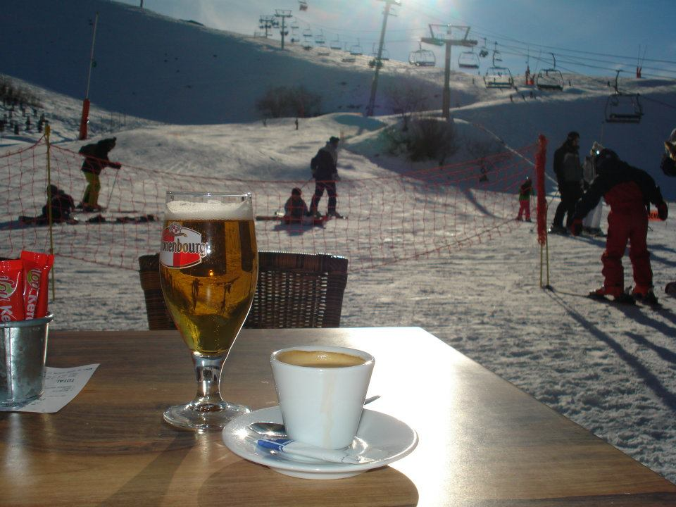 I love enjoying an afternoon break at the coffe terraces down the slopes in Peyragudes!