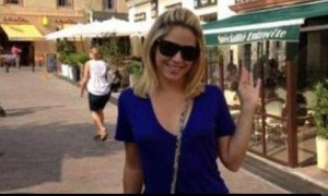 Shakira enjoying the nice southern France bistros. She twitted these photos from Perpignan, France.