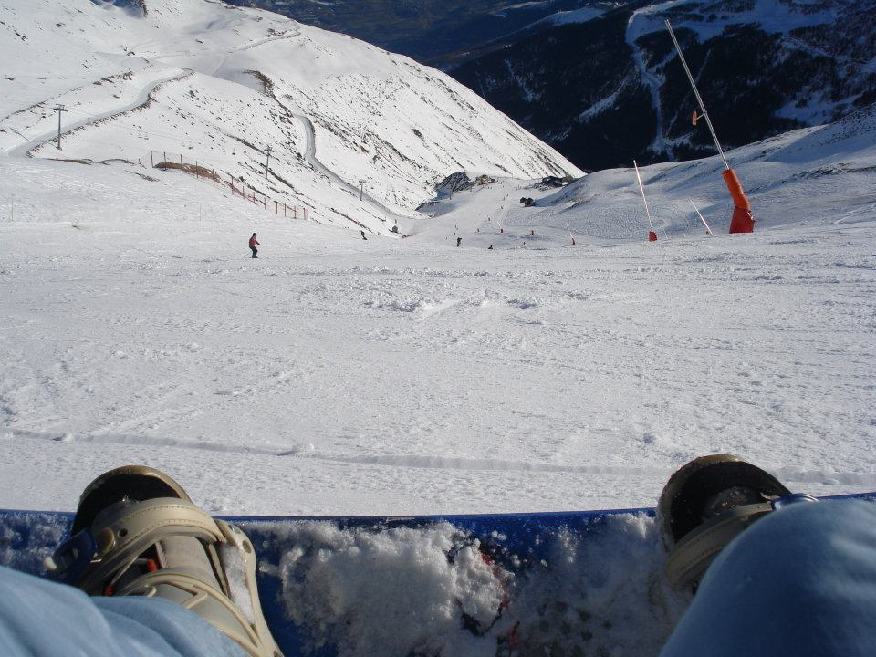 Getting ready on my snowboard to enjoy the slopes in Siant-Lary!