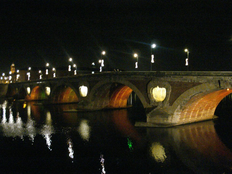 I always enjoy walking in Toulouse by night. Photo taken just before my first Degustation de Cassoulet of the year!